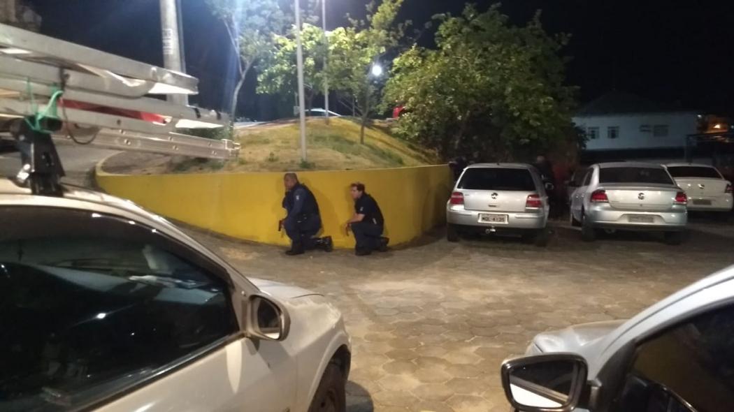 Policiais fizeram operação na noite desta quinta-feira (31), no Morro do Moscoso, em Vitória. Crédito: Tiago Felix | TV Gazeta