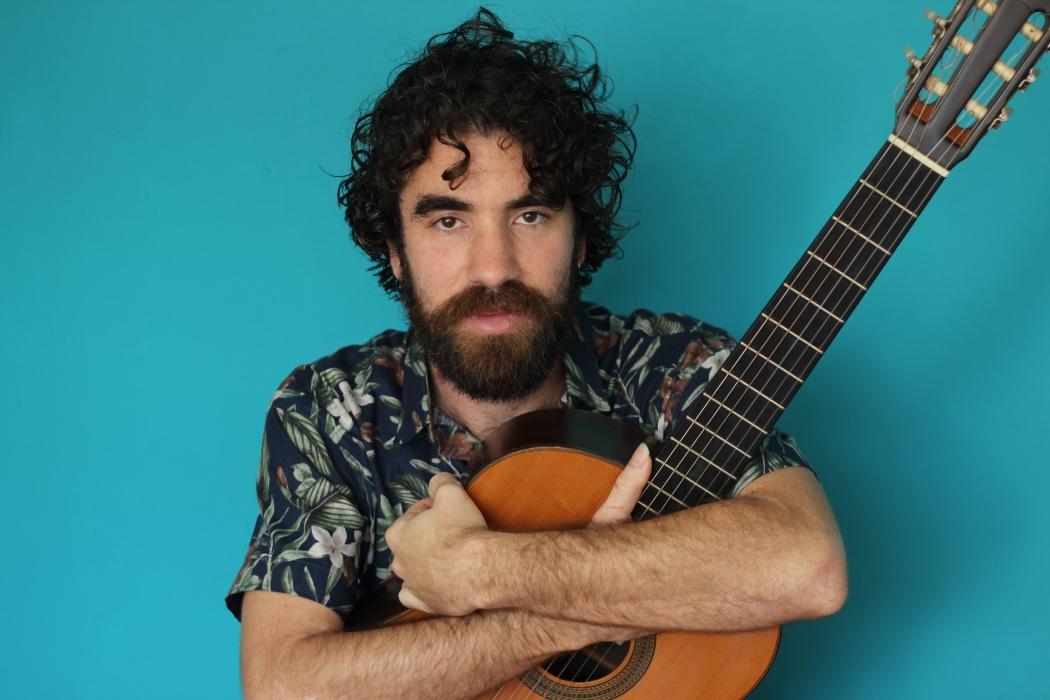 Bernardo B faz apresentação de disco autoral em Vitória. Crédito: Lua Moura/ Divulgação
