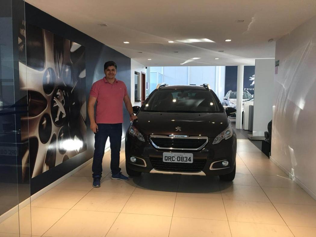 Bruno testou diversos modelos para PcD, mas optou pelo SUV Peugeot 2008. Crédito: Divulgação/Peugeot