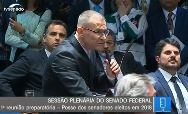 Fabiano Contarato durante a sessão de posse, no Senado. Crédito: Reprodução/TV Senado