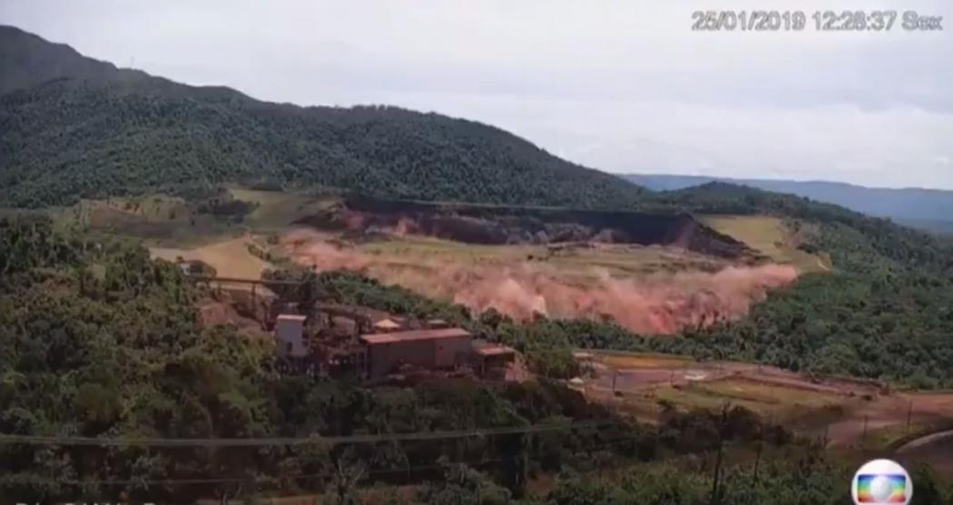 Vídeo mostra o exato momento em que barragem da Vale se rompe em Brumadinho. Crédito: TV Globo