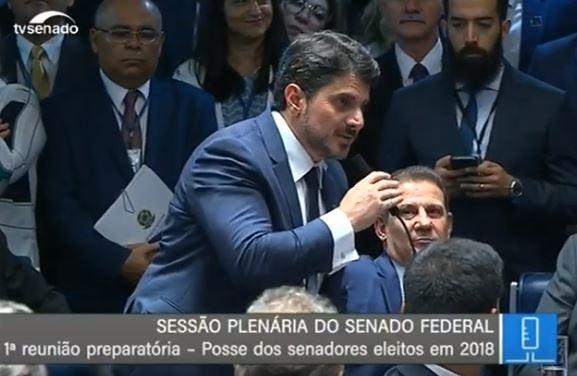 Marcos do Val durante a sessão de posse, no Senado. Crédito: Reprodução/TV Senado