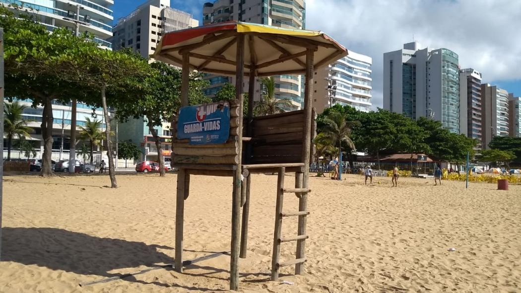 Posto de guarda-vidas vazio na Praia de Itaparica, em Vila Velha. Crédito: Eduardo Dias