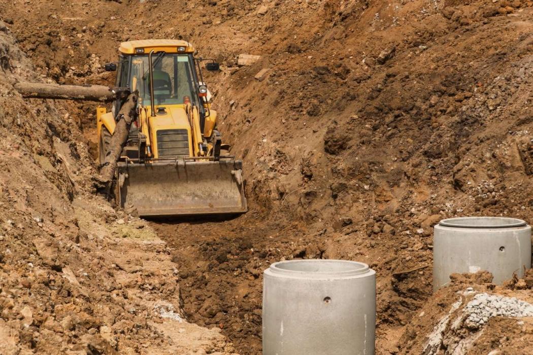 Obras de drenagem: investimento para melhorar a qualidade de vida nos bairros. Crédito: Shutterstock