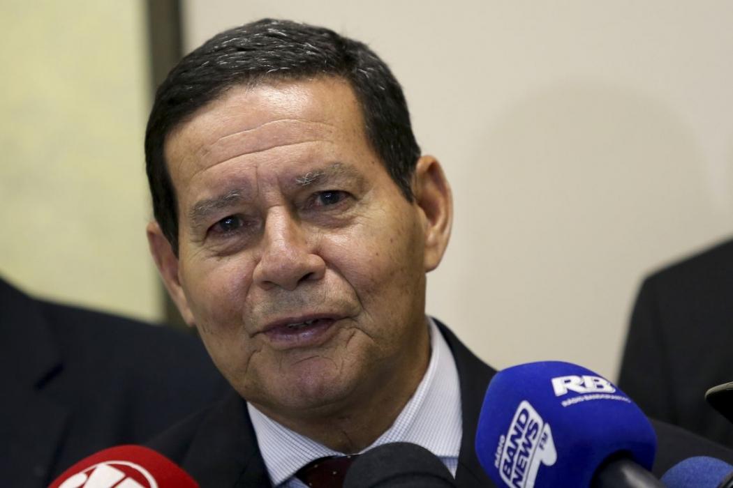 O vice-presidente da República, general Hamilton Mourão, fala à imprensa. Crédito: Wilson Dias/Agência Brasil