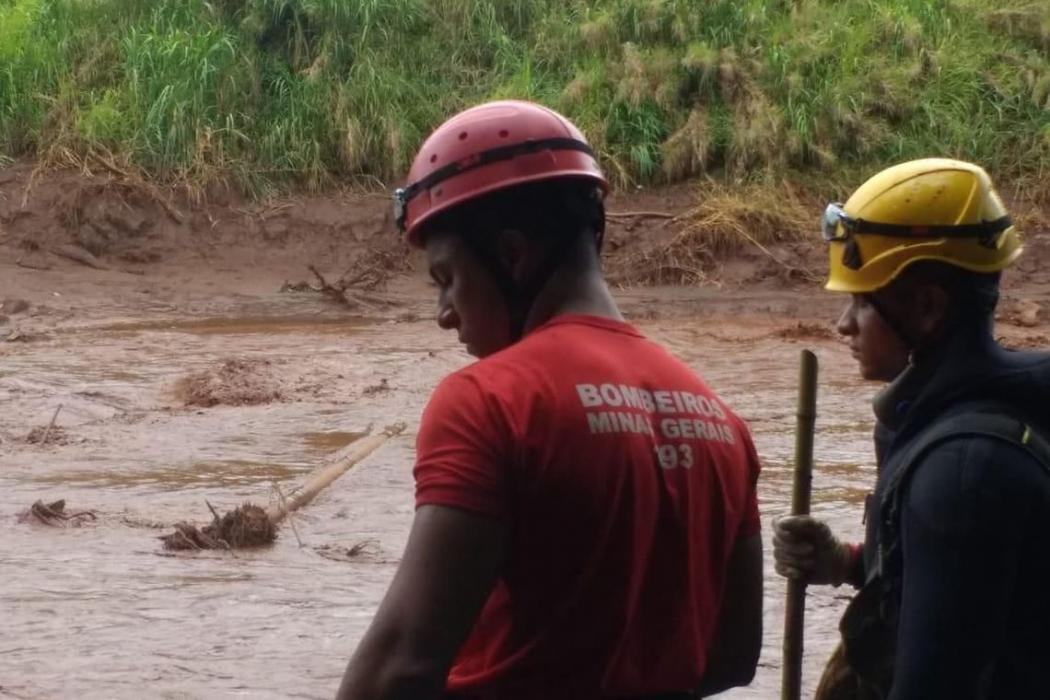 A tragédia causada pelo rompimento da barragem da Mina Córrego do Feijão, em Brumadinho, a 57 quilômetros de Belo Horizonte, completa nesta sexta-feira (06) 15 dias de buscas. . Crédito: Divulgação/Corpo de Bombeiros de Minas Gerais