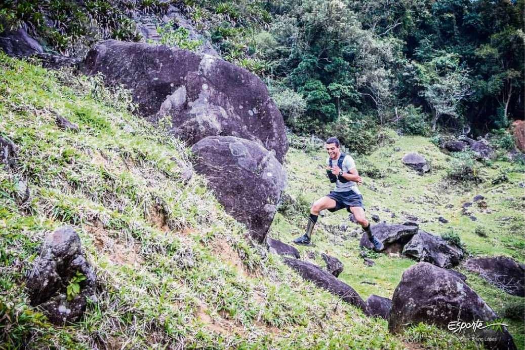 Matheus Rosa do Nascimento, atleta de skyrunning. Crédito: Bruno Lopes/Divulgação