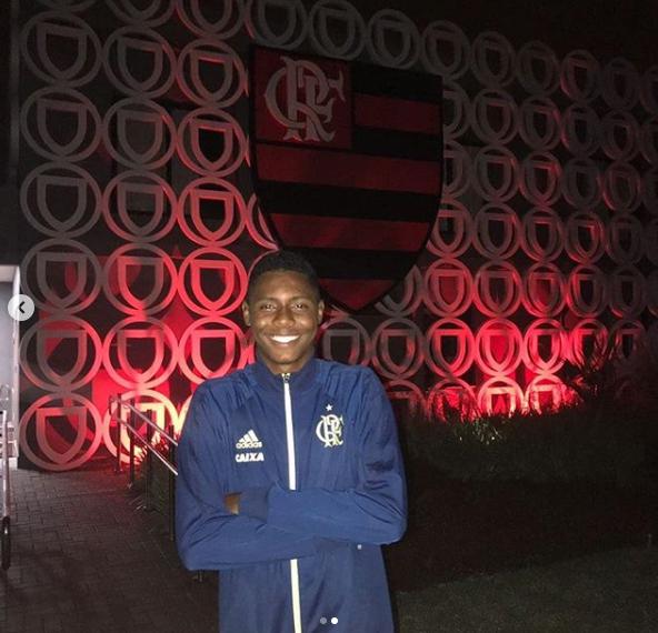 Jhonata Cruz Ventura é da Serra e zagueiro da base do Flamengo desde o ano passado