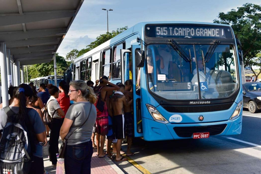 Ônibus do sistema Transcol terão linhas extras para garantir o transporte de foliões no carnaval de Vitória. Crédito: Arquivo/AG