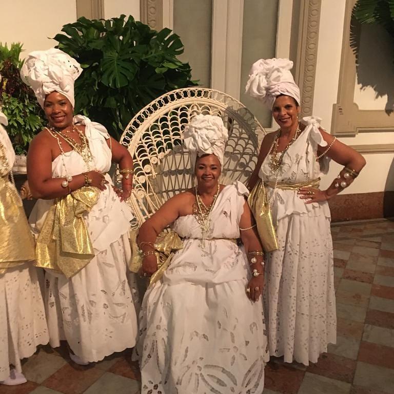 6e660c178ec59 Seis das dez baianas que fizeram parte do receptivo da festa de aniversário  de Donata Meirelles