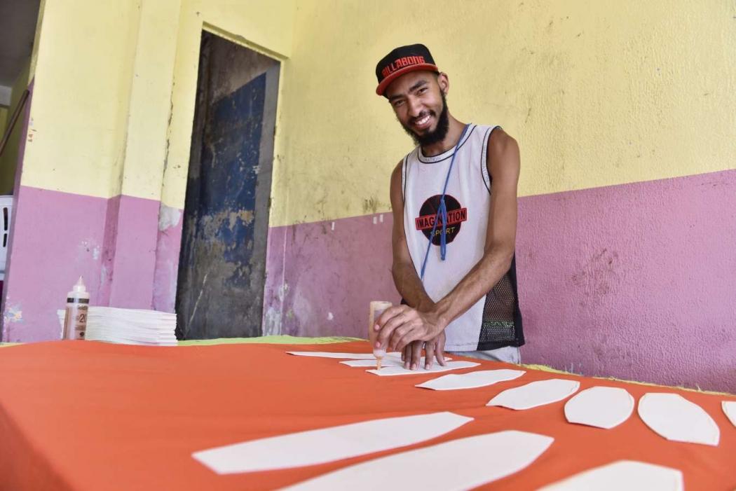 Alef Anjos aproveita a oportunidade do carnaval para driblar o desemprego
