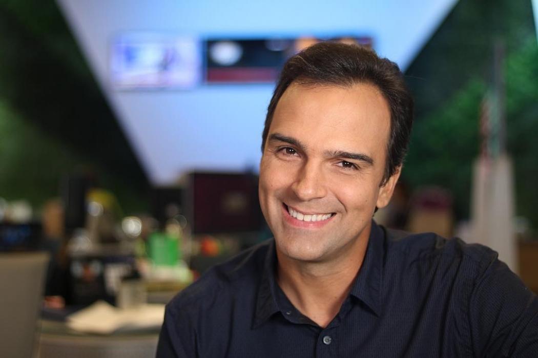 Noticia Agora - Tadeu Schmidt faz som suspeito na TV e internautas ... 8eba8dac264cc