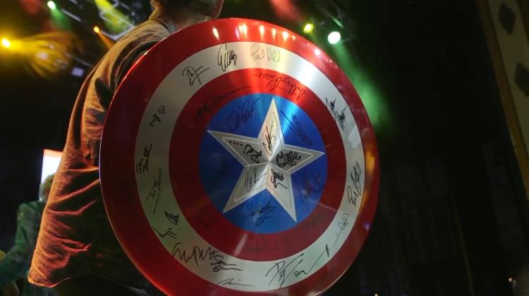 Papel De Parede Do Capitao America: Escudo Do Capitão América Autografado é Leiloado Por R